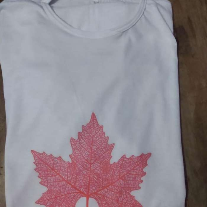 Remeras Canadian Leaf