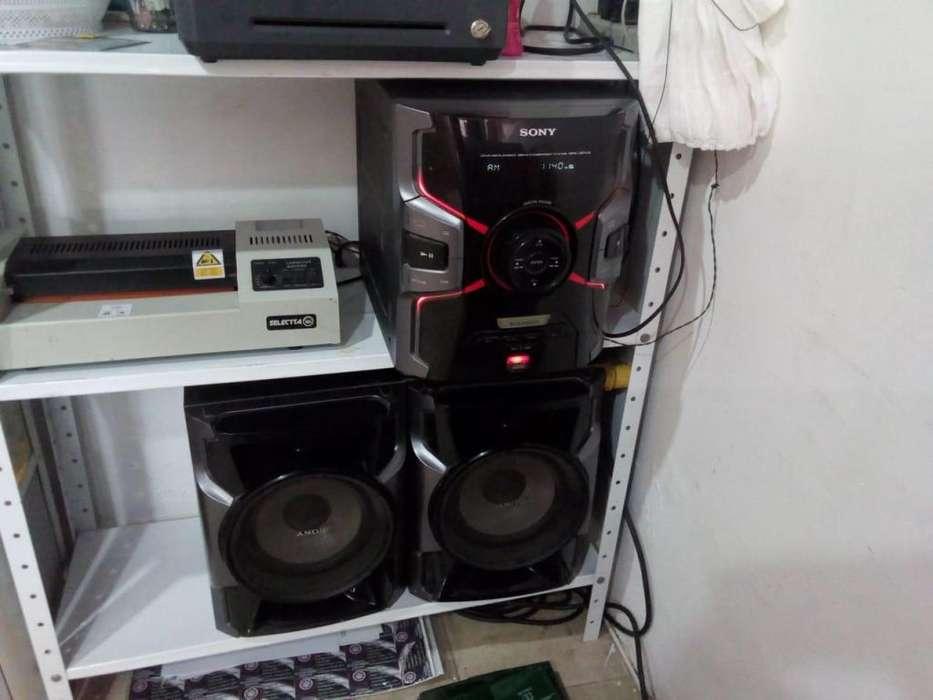 se vende equipo de sonido buen estado