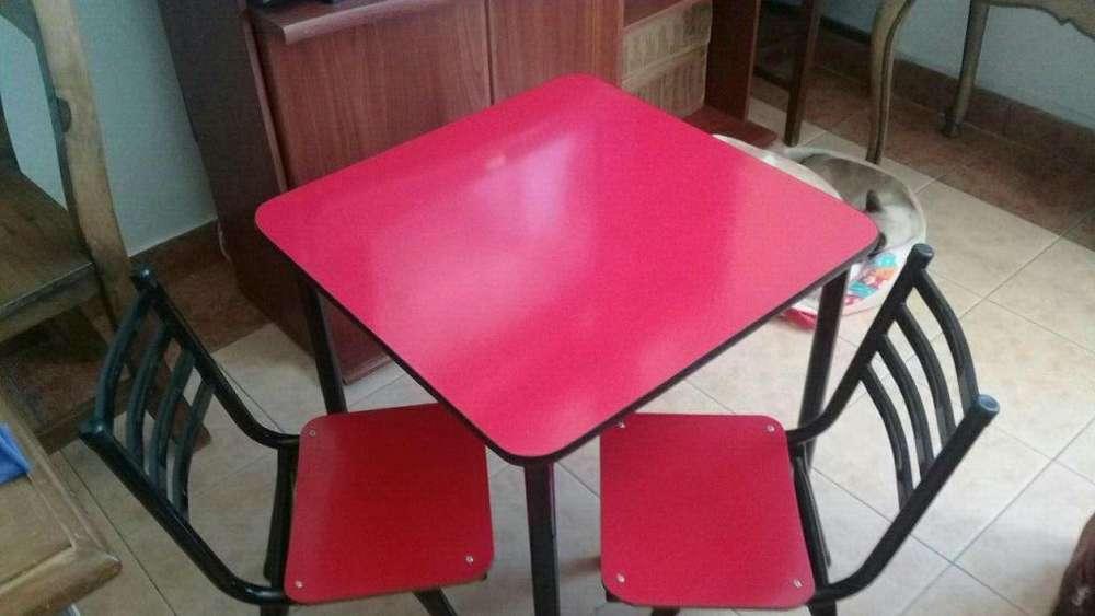 Mesa y 2 <strong>silla</strong>s para niñ@s