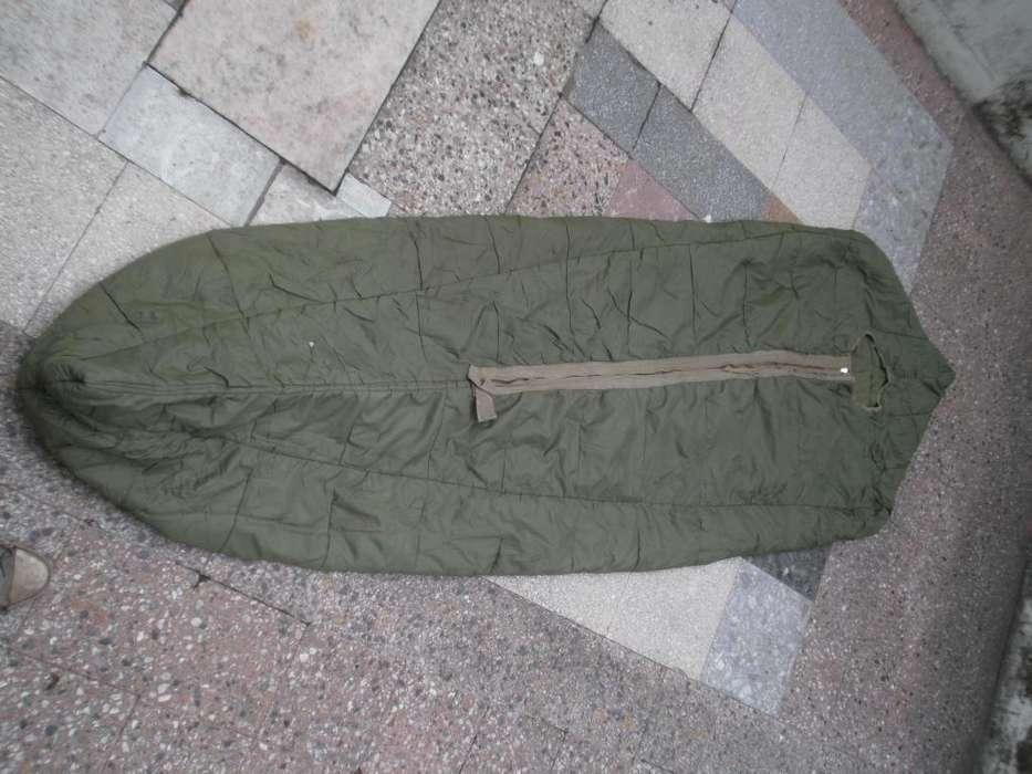 Bolsa de dormir (2.10 mts de largo x 75 cm de ancho) estilo pupade gusano, relleno pluma de pato.