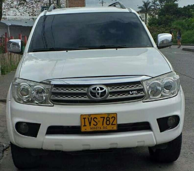 Toyota Fortuner 2009 - 151726 km