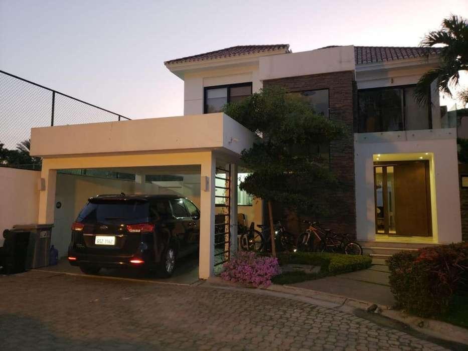 Casa de 2 plantas, Vendo, Urb. Tenis Club, Vía-Samborondon