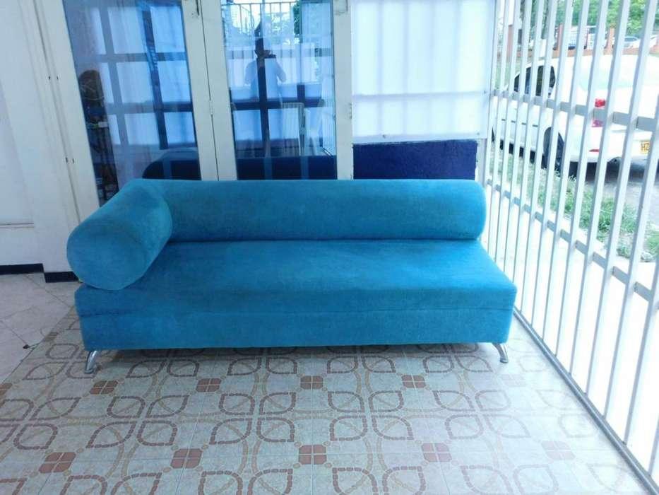 Sofa moderno MEDIDAS 87Cms de alto x 75Cms profundidad x 2 Metros Largo 377.000 pesos Valor Negociable Usado en CALI