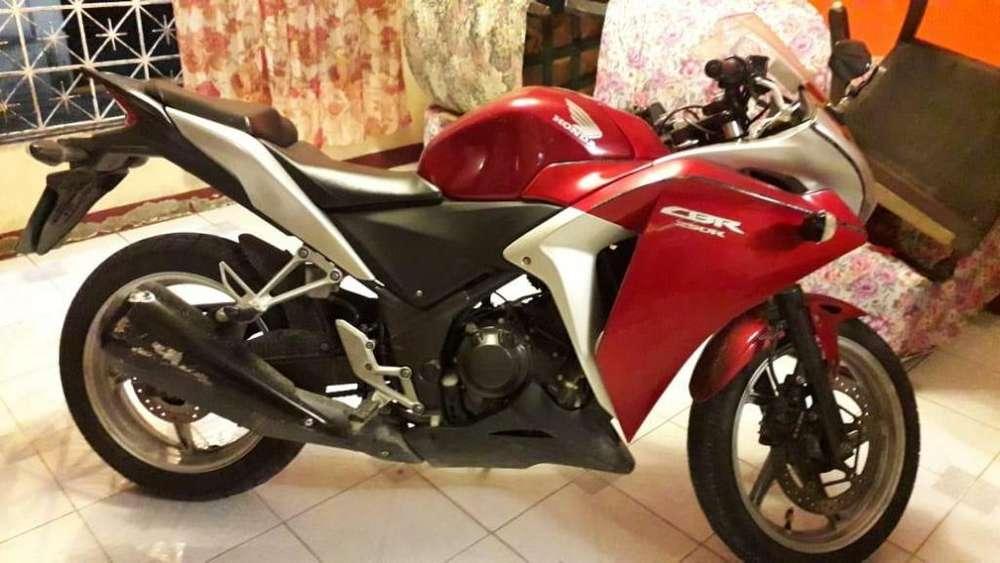 MOTO <strong>honda</strong> CBR250R