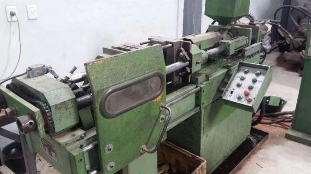 Maquina Inyectora de Plastico