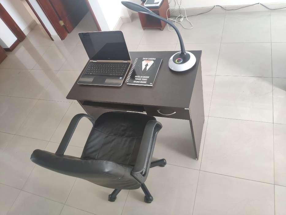 <strong>escritorio</strong> de Madera Más Silla Ejecutiva