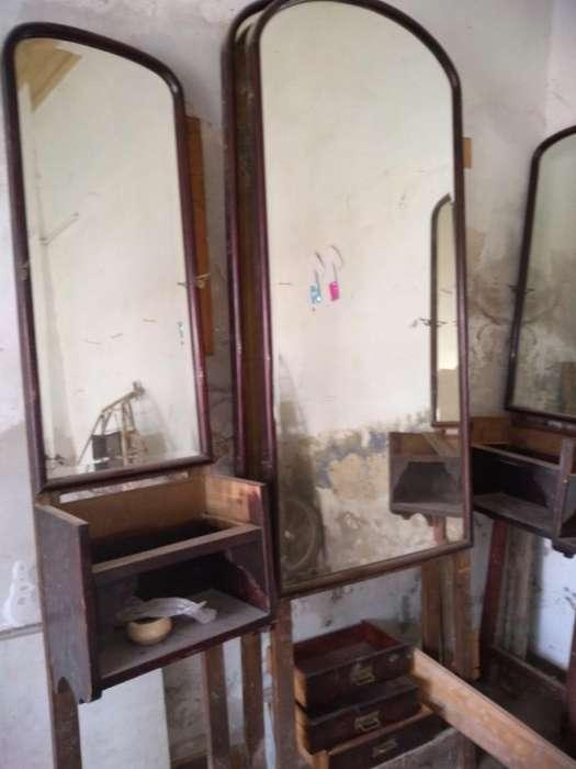 Mueble Antiguo con Espejos