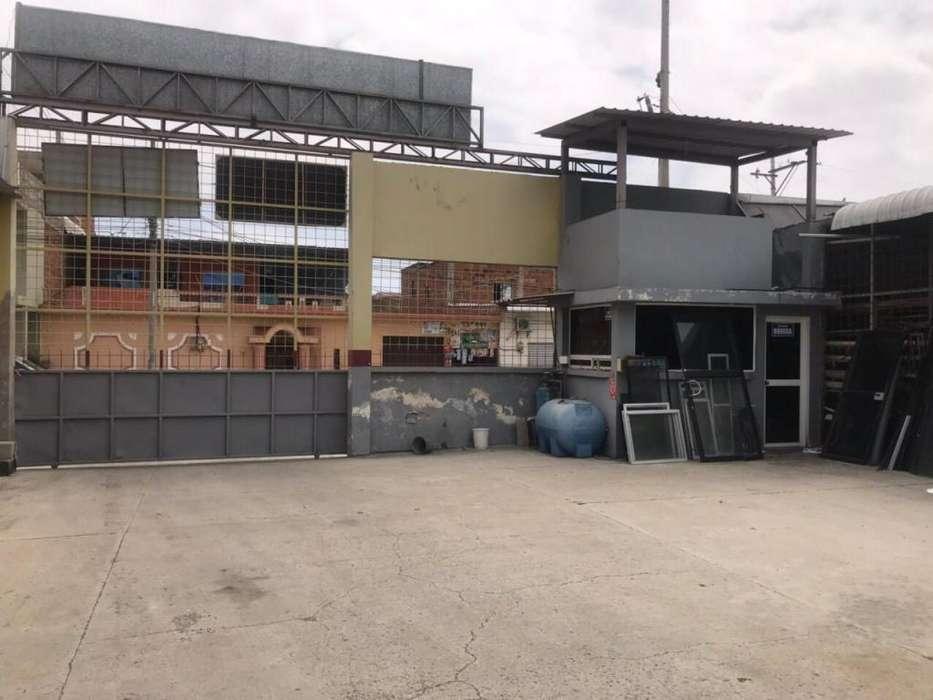 Se alquila Local / Bodega Comercial en Los Esteros, sector cerca al Terminal Terrestre de Manta