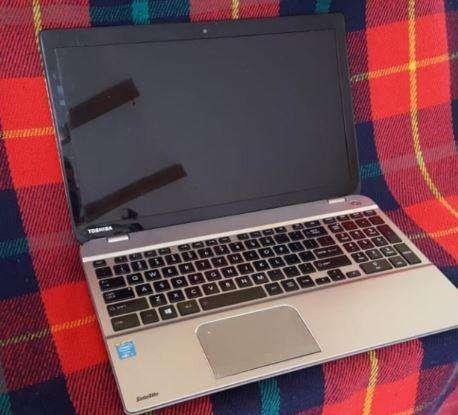 Laptop <strong>toshiba</strong> Satellite P55A en excelente estado