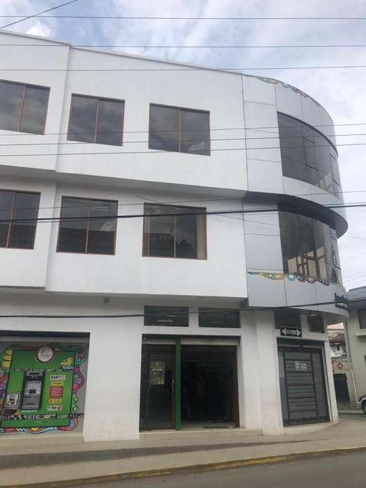 Amplia casa rentera de 3 plantas en Venta Cuenca