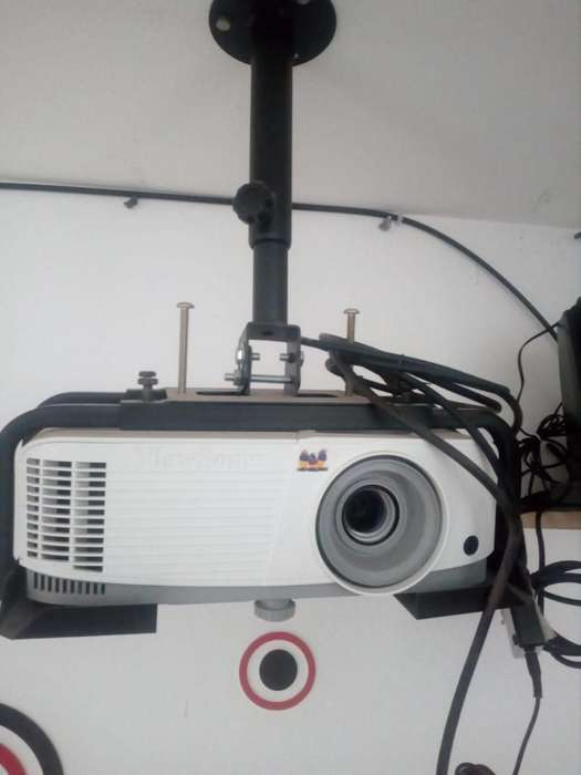 PROYECTOR VIEW SONIC,RAC,CABLE HDMI,TV BOX Y PARLANTES