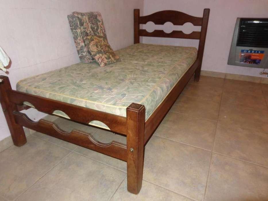 cama una plaza en algarrobo y <strong>mesa</strong> de luz