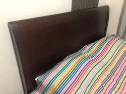 Cama, colchón y nocheros