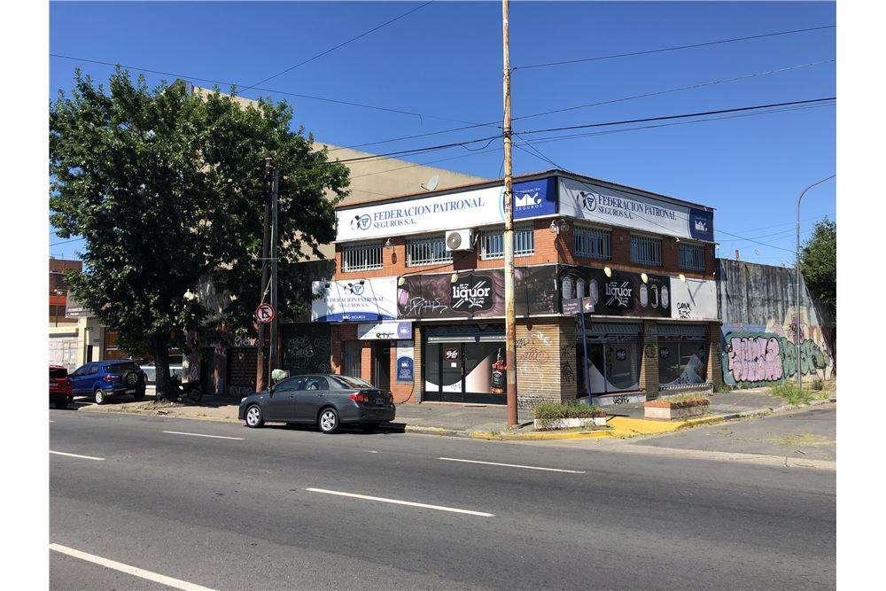 Excelente LOCAL Comercial Av. HIPÓLITO YRIGOYEN