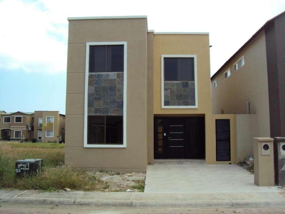 Casa por estrenar con modernos acabados de venta en La Joya.
