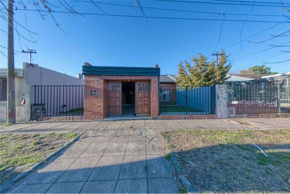 Casa de 2 Dormitorios, Garage y Parque en venta