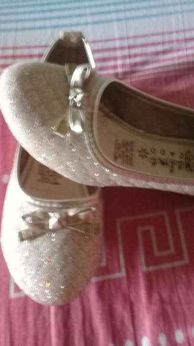 Vendo Zapatos para Niña Numero 31 Valor