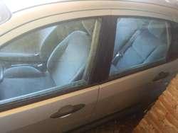 Auto FORD FOCUS2001 GASOLERO 5PUERTA HAY Q CAMBIAR LA BOMBA INYECTORA NO DEBE IMPUESTO PRECIO NEGOCIABL HAGAN SUS OFERTA