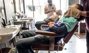 se solicita barbero en el area de las nieves