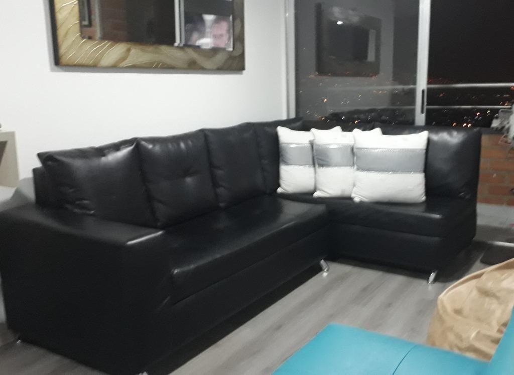 Sofa con Mesa de Centro