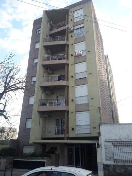 Vendo Dto en PB 1 dorm. c/ cochera, 2 patios, zona Centro!