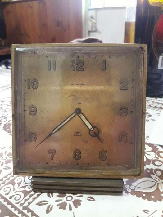 Antiguo Reloj Despertador Marca Escasany
