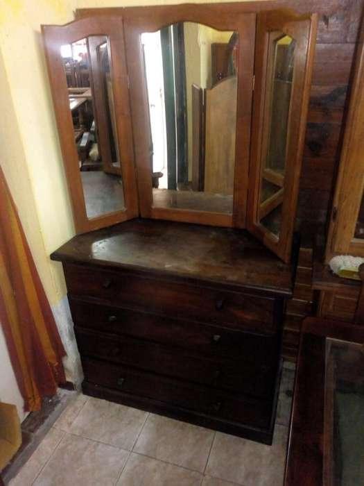 Comoda Cajonera De Algarrobo con espejo triptico