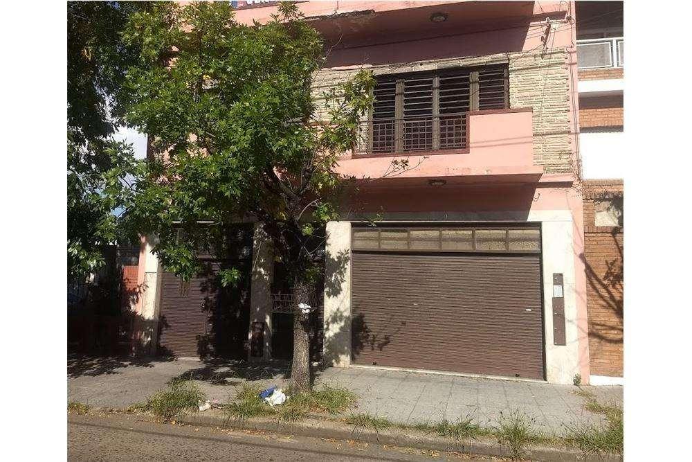 Casa con local en venta en Lanus Oeste