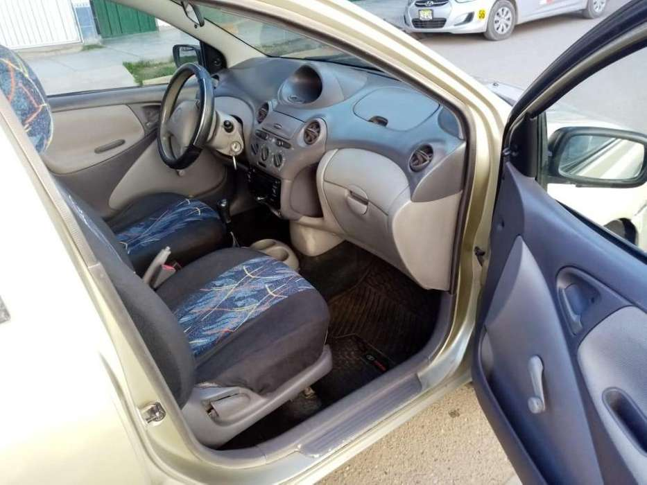 Toyota Yaris 2001 - 140000 km
