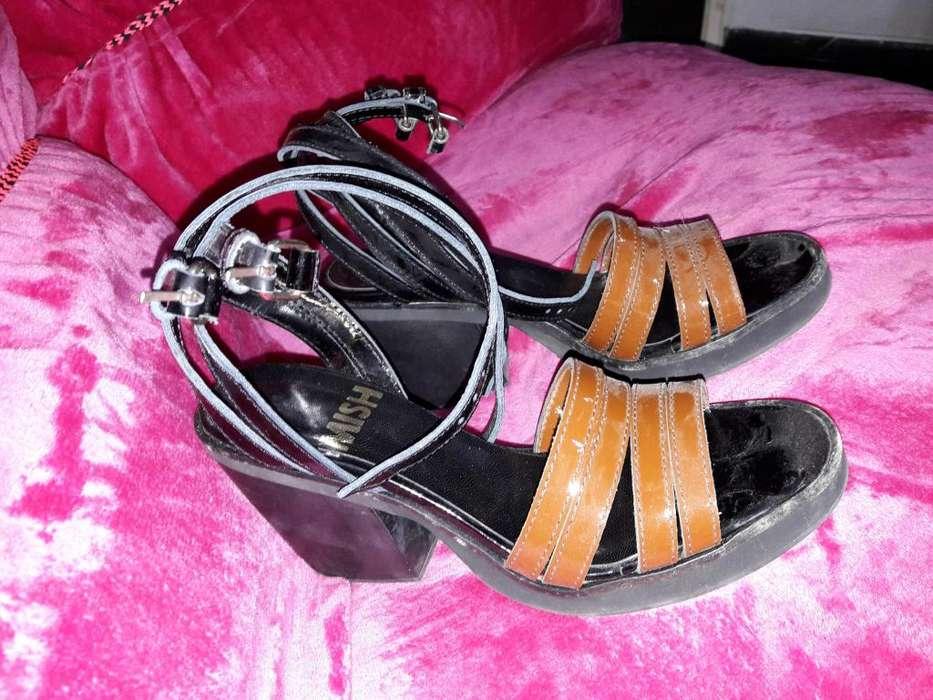Sandalias de charol Luiggi de lujo.