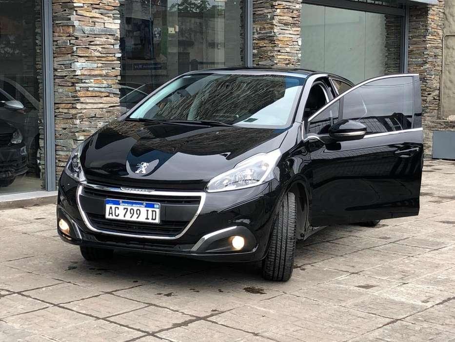 Peugeot 208 2018 - 13000 km