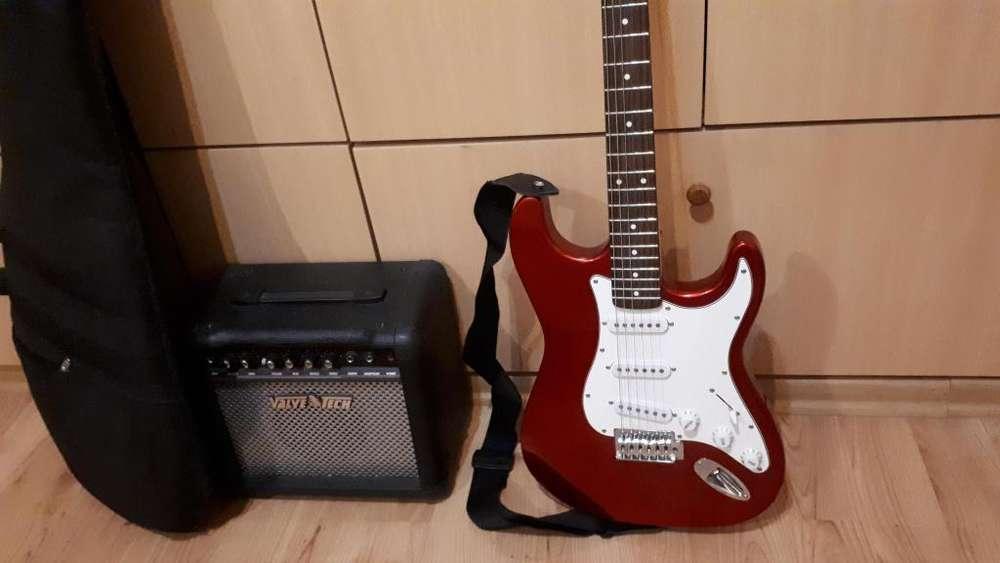 Guitarra electrica con funda y amplificador usada