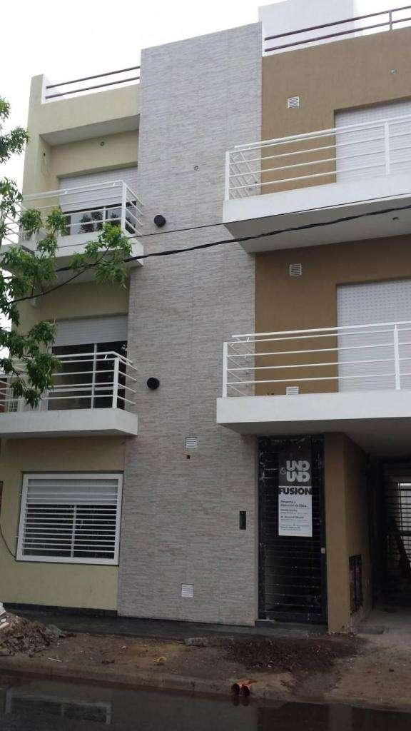 Alquilo depto dos dormitorios con cochera en Villa Constitución.