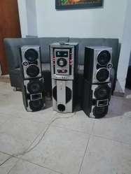 Vendo Equipo de Sonido Sony de 5 Parlant