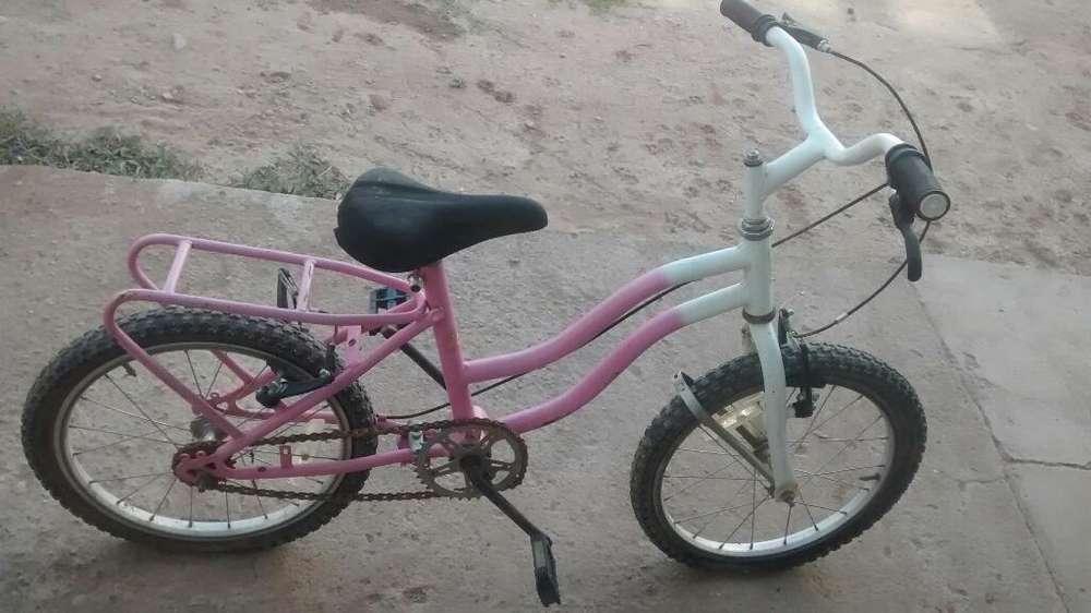 Vendo Bicicleta de Nena Semi Nueva...
