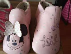 Zapatos marca Disney (Minnie Mouse) y Stride Ride