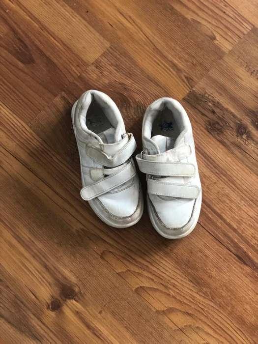 Vendo Zapatillas Nena 29