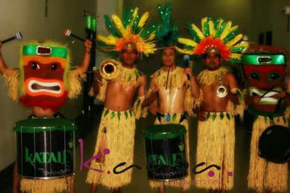 Luau Batucada Hawaiana <strong>bailarina</strong>s Tikis malabaristas monociclistas anfitrionas