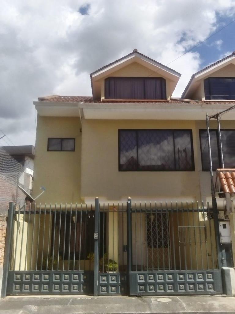 Linda Casa de 4 Habitaciones Sector Parque Iberia.