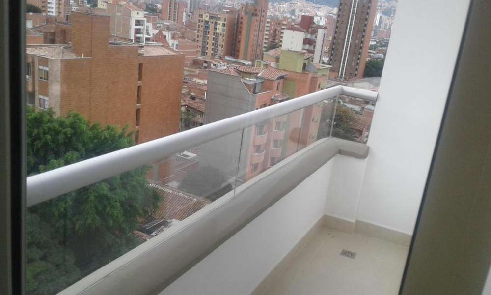 Arriendo apartaestudio en Laureles con balcón. - wasi_1208719
