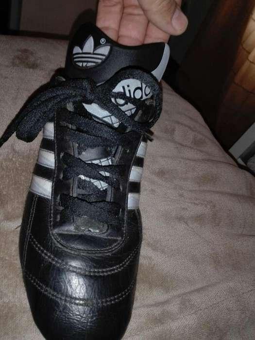 Botines Adidas con Tapones