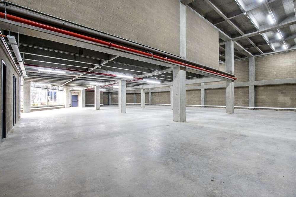 Se ARRIENDA Edificio para OFICINAS Uso mixto Sabaneta parque de bodegas la Regional
