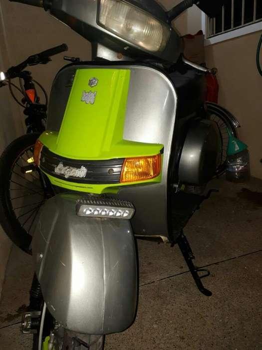 Hermosa Moto Clásica (vespa)