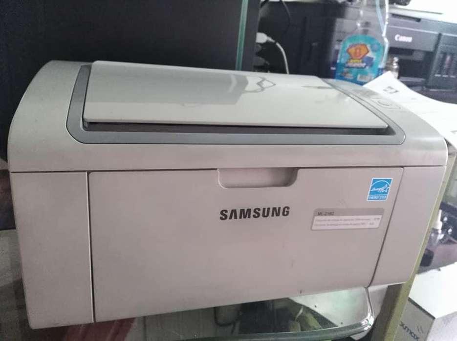 Samsung como nueva con toner y cables