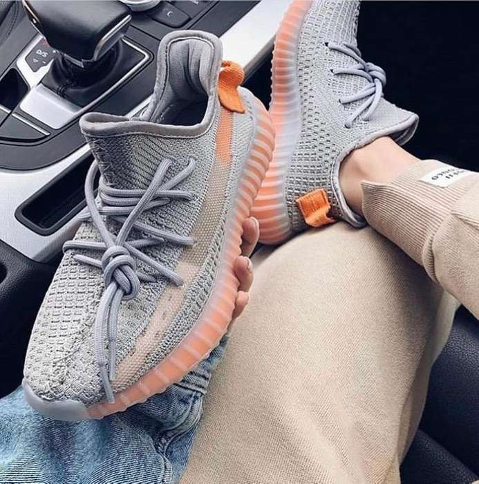 Yeezy Color Gris