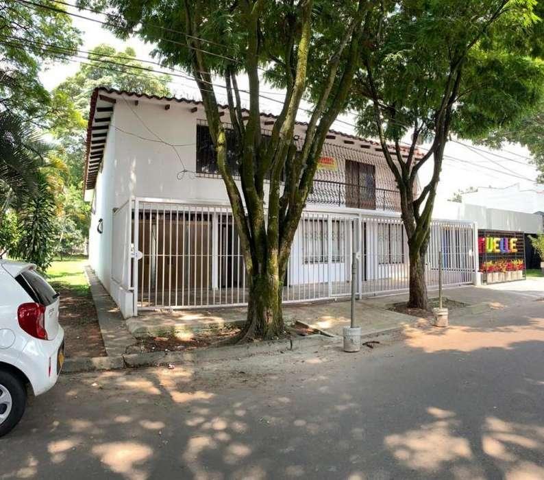 Casa En Venta En Cali Gran Limonar Cod. VBUNI9750