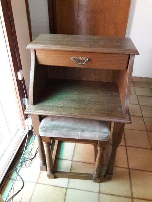 Petite Mueble de Roble
