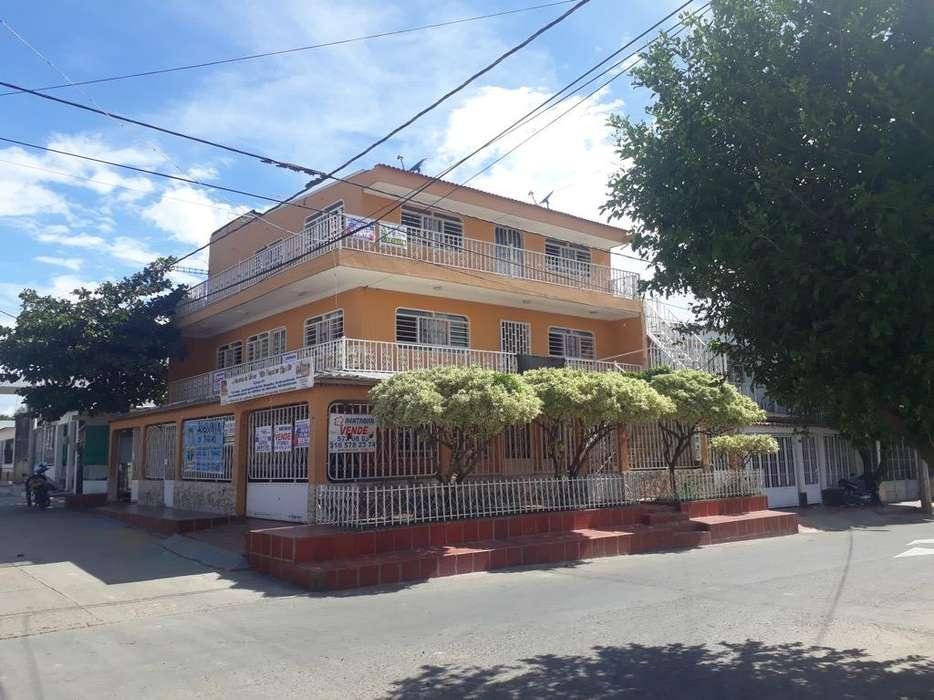 Vendo Casa de 3 Pisos, en Los Patios.
