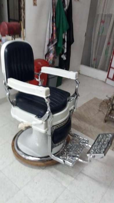 Hermosa <strong>silla</strong> de barbería Koken. Original
