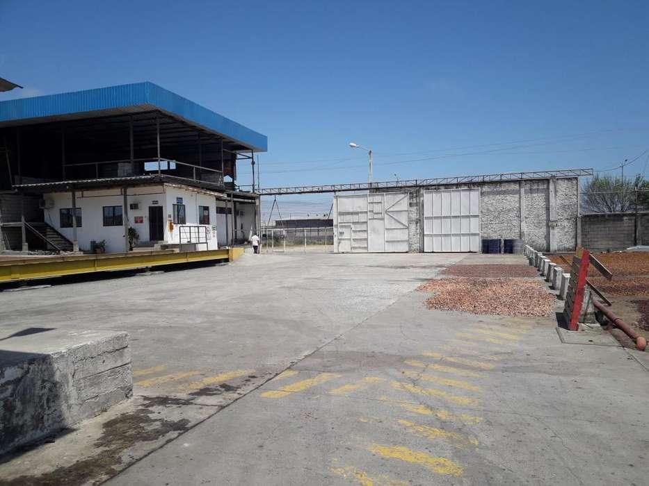 Vendo terreno industrial y comercial con galpones para cacao y arroz vía a Durán
